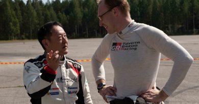 Akio Toyoda ja Jari-Matti Latvala