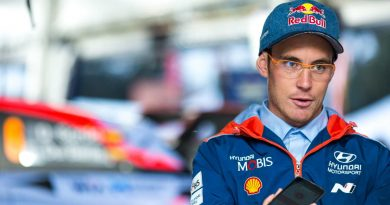 Ei mennyt ihan putkeen: WRC-tähti törmäsi nolosti Monzassa – yleisö repesi nauruun